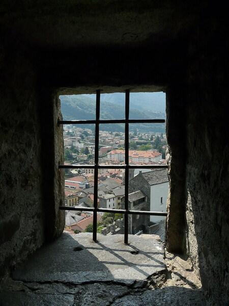Stad Bellinzona. - Een van de drie burchten dit is hoogste met uitzicht over de stad Bellinzone Zwitserland.  21 augustus 2009. Groetjes Bob.  Ps deze moet je echt - foto door oudmaijer op 26-03-2010 - deze foto bevat: kasteel, burcht, kasteelmuur, Oudmaijr, Bellinzona zwitserland