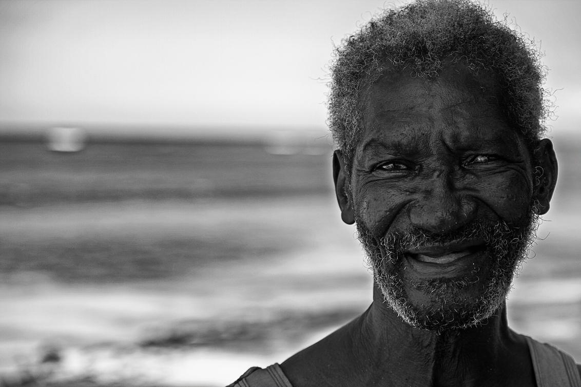 Jamaicaanse tuinman - Deze tuinman kwam ik tegen langs de kust van Jamaica. Mooie kop, goed voor zwart-wit. - foto door Lensation op 31-05-2013 - deze foto bevat: portret, jamaica, z/w, zwart wit