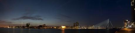 Rotterdam in de nacht (panorama)