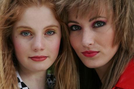 Danielle en Eeke in jaren 80 look