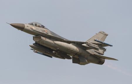 F-16A Block 20 MLU RNLAF J-871 - F-16A Block 20 MLU RNLAF J-871 - foto door BirdieBarty op 03-05-2017 - deze foto bevat: vliegtuig, afterburner, leeuwarden, piloot, volkel, airborne, vliegbasis, f-16, take-off
