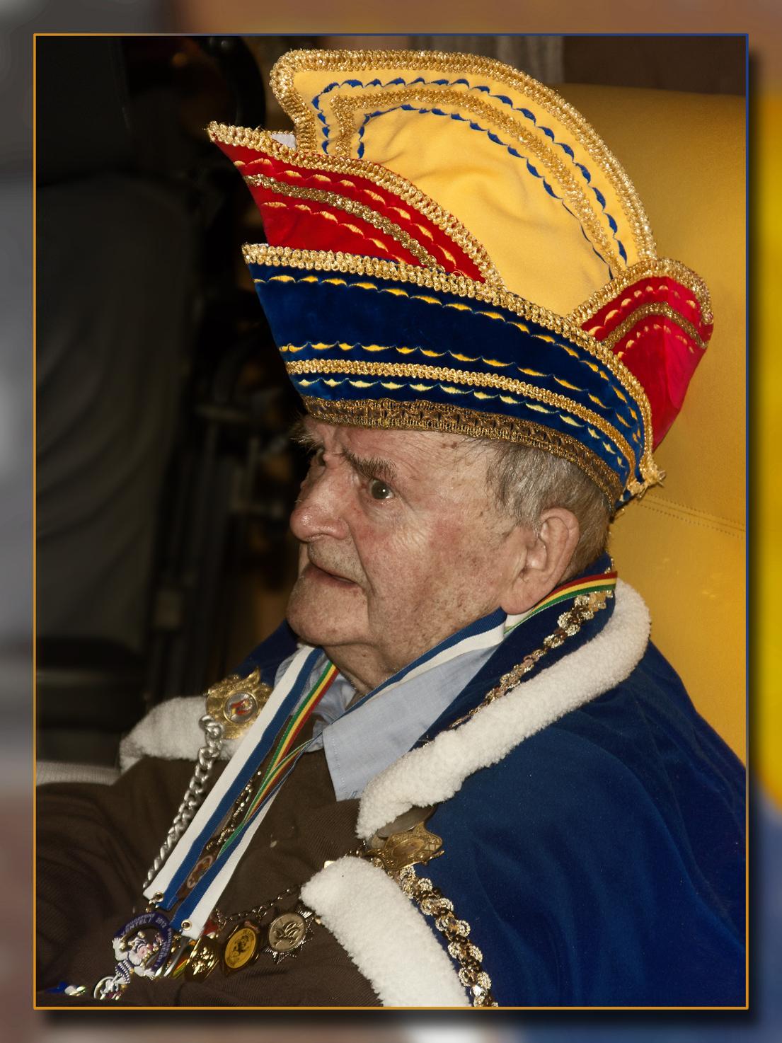 Prins Carnaval - Ik had als titel ook Senioren 33 kunnen kiezen. Carnaval wordt even intens gevierd in het rusthuis en ieder jaar is er een prins Carnaval. Dit jaar v - foto door kosmopol op 02-03-2012 - deze foto bevat: portret, carnaval, senioren, kosmopol