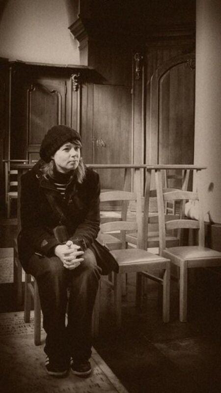 """Bezinning - Dank voor jullie fijne reacties op mijn vorige upload.   Ook deze hoort thuis in de serie """"Brugge"""". - foto door thuban op 19-03-2010 - deze foto bevat: portret, kerk, stad, belgie, brugge, bezinning"""