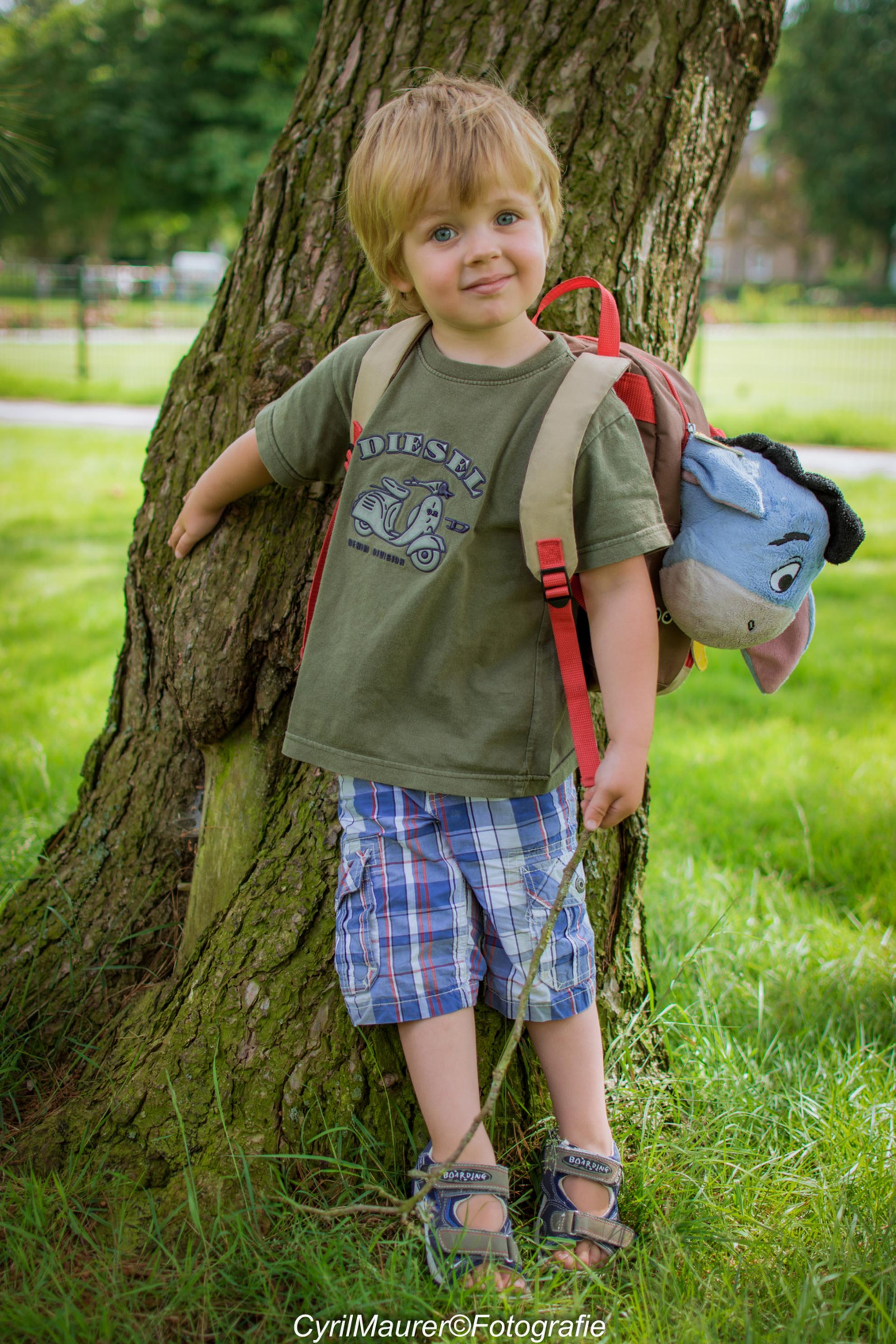 Mijn Zoontje Lucas - lekker aan het oefenen met me zoon en me nieuwe speeltje heerlijk erg blij met het resultaat    Zo ontzettend blij met me nieuwe 35mm portret lens  - foto door sipmaurer op 06-07-2016 - deze foto bevat: natuur, licht, portret, schaduw, tegenlicht, daglicht, kind, ogen, lucas, buiten, 35mm, ochtend zon, mijn zoon, f 2.2 - Deze foto mag gebruikt worden in een Zoom.nl publicatie