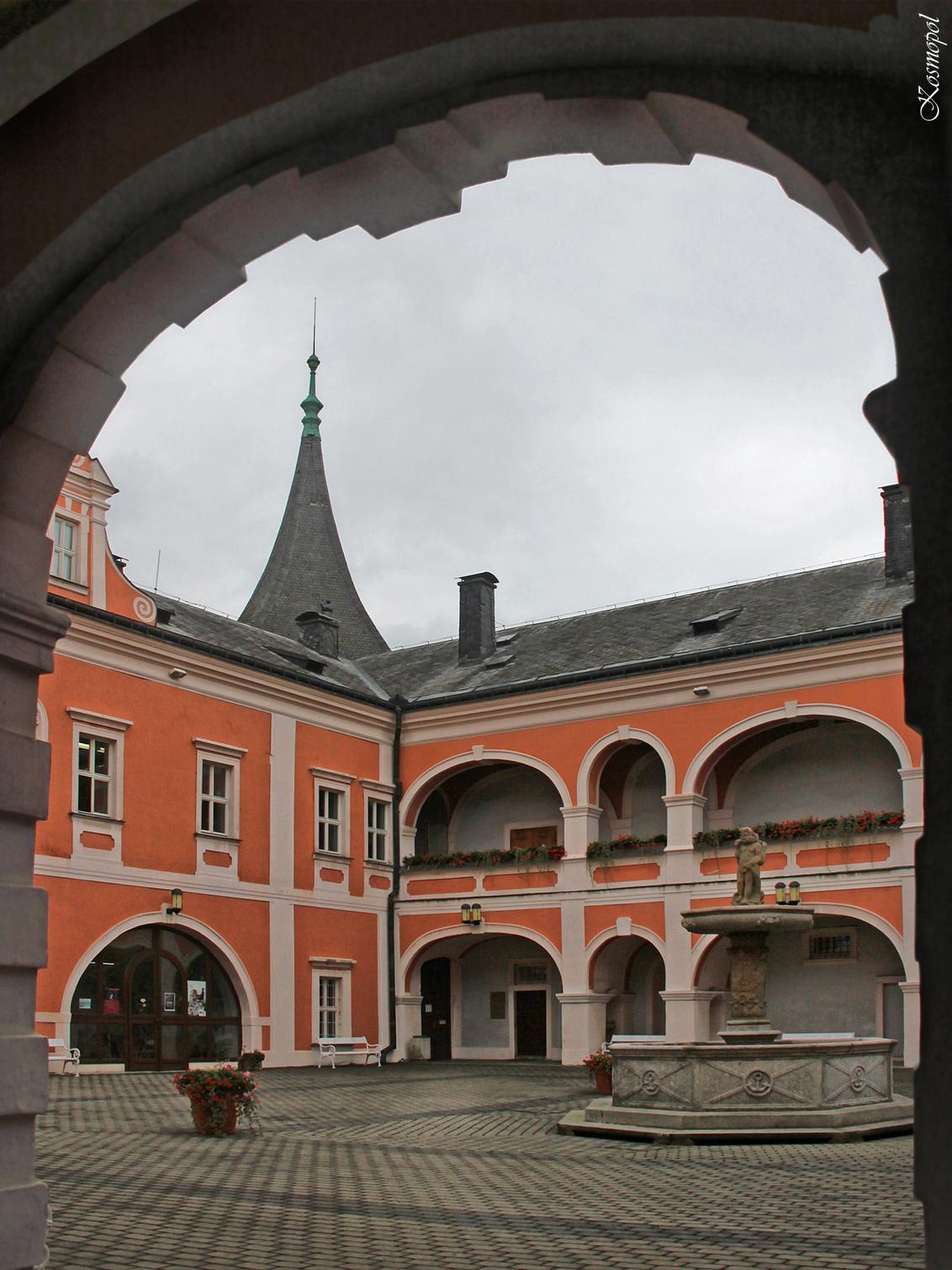 Kasteel Sokolov - In het stadje Sokolov ( vroeger Falkenau an der Eger ) werd in de 17de eeuw dit kasteel gebouwd, het werd enkele keren door een brand verwoest en uit - foto door kosmopol op 16-09-2011 - deze foto bevat: kasteel, tsjechie, kosmopol