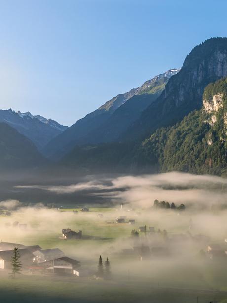 Mist in Innertkirchen (Zwitserland)