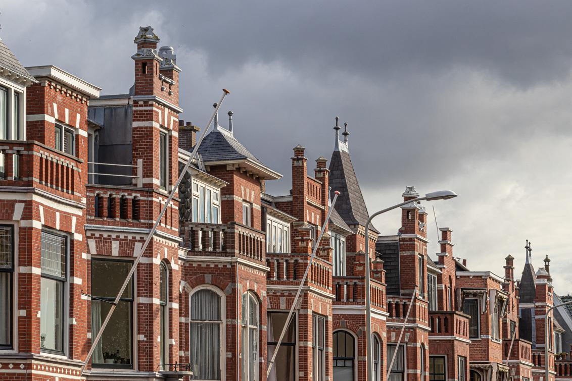 Statenlaan - Typische  huizen begin 20ste eeuw - foto door irenas op 10-04-2021 - locatie: Statenkwartier, Den Haag, Nederland - deze foto bevat: lucht, wolk, gebouw, venster, armatuur, materiële eigenschap, facade, stad, dak, grootstedelijk gebied