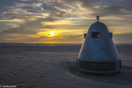 ondergaande zon bij de Noordpier.