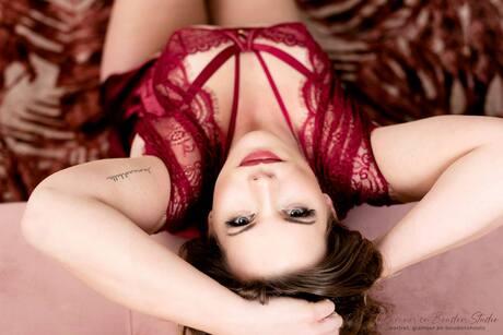 boudoirshoot in rode lingerie
