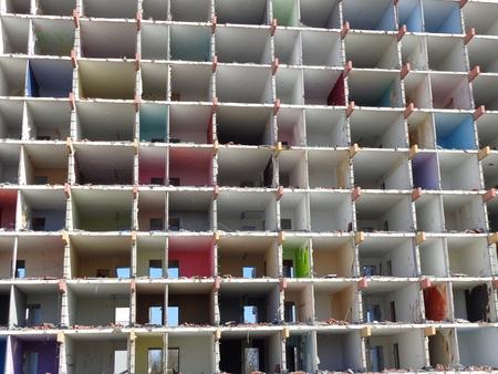 open huis - renovatie - foto door Robertus_zoom op 16-04-2021 - locatie: Zoetermeer, Nederland - deze foto bevat: rooster, rechthoek, mesh, textiel, steen, torenblok, condominium, metselwerk, stedelijk ontwerp, hout