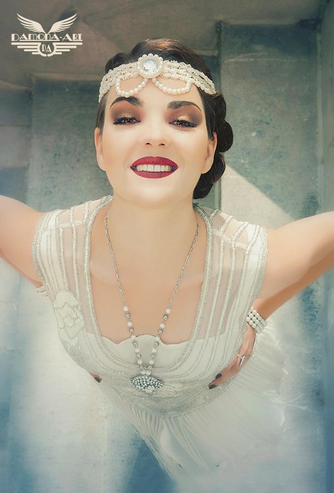 Like an Angel - Dit is er eentje van nog een Gatsby 20's shoot met een frans modelletje. deze foto is er spontaan uitgekomen ;-)  Mademoiselle O © Photography : D - foto door damona-art op 18-04-2014 - deze foto bevat: vrouw, portret, model, vintage, glamour, strobist, Gatsby, 20's