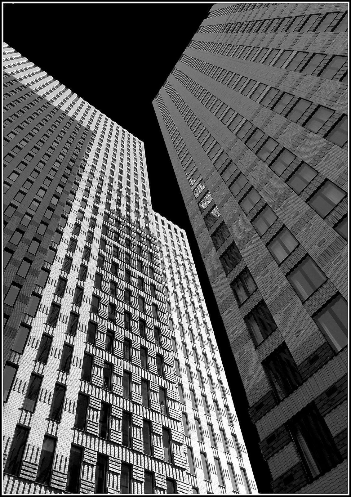Zuidas - - - foto door jelle13 op 03-03-2021 - deze foto bevat: amsterdam, lijnen, architectuur, gebouw, stad, perspectief, zwartwit