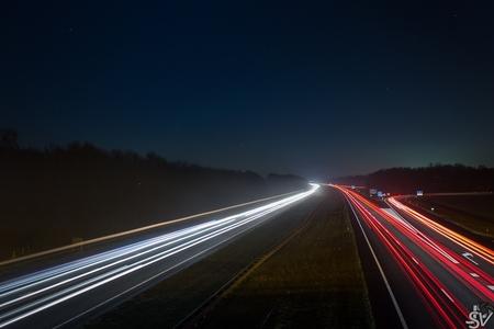 A27 bij nacht - Canon EOS 600D EF-S 18-55mm IS II  Experimentje met lange sluitertijd - foto door JSV24 op 10-12-2013 - deze foto bevat: auto, canon, snelweg, eos, sluitertijd, lampen, a27, 600D