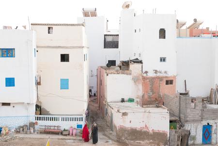 Taghazout - Straatleven - Typisch straatleven van Marokko, Taghazout met zijn prachtige pastelkleuren. - foto door Krulkoos op 31-01-2020 - deze foto bevat: kleuren, kleur, marokko, colour, straatfotografie, pastel, pastels, colorful, morocco, pastelkleuren, maroc, maurice weststrate, lx100, taghazout, typisch marokko, typical morocco, moroccan colors, colors of morocco, pastel colors