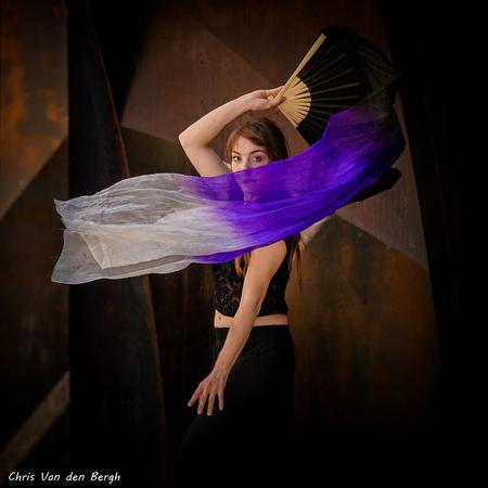 She moves in mysterious ways - - - foto door Marchristan op 23-09-2019 - deze foto bevat: vrouw, mensen, donker, portret, model, daglicht, dans, haar, beauty, emotie, artieste