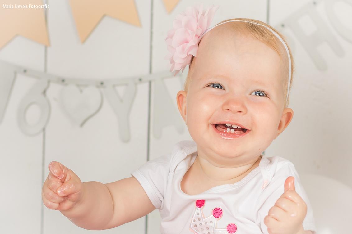 Happy Bdaygirl - Cakesmash Yara - foto door marianevels op 14-08-2016 - deze foto bevat: roze, portret, kind, kinderen, baby, meisje, lief, beauty, verjaardag, fotoshoot, 50mm, 1jaar, Cakesmash