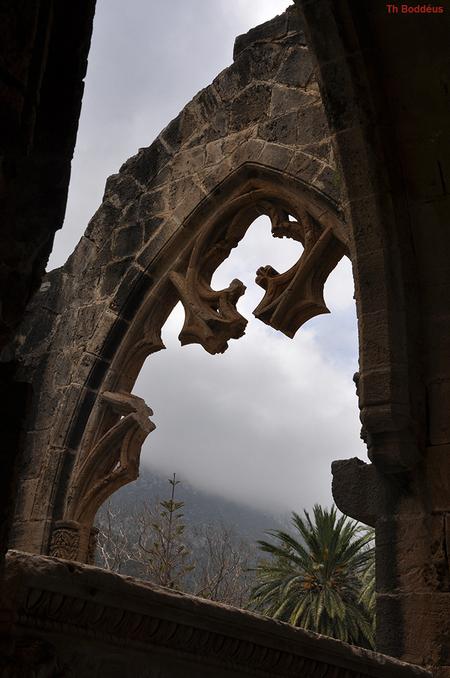 luchtige gotiek1304026311mw.jpg - kijk in de kerk ook eens naar buiten 1304026311mw.jpg ook als je in de kerk ook al buiten bent - foto door boddeus E-L op 25-07-2013 - deze foto bevat: ruine, venster, gotiek