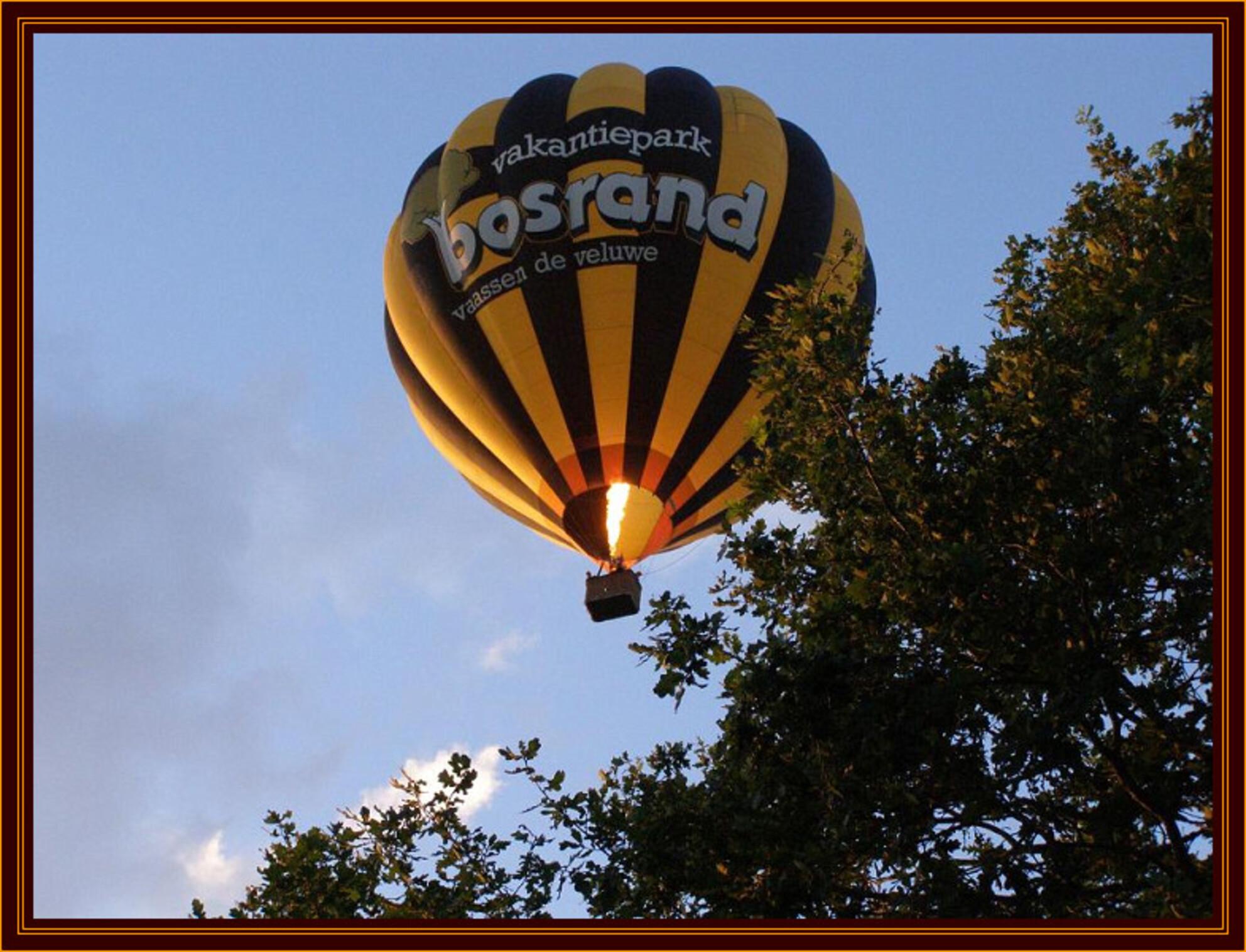 Bosrand - De ballon van Bosrand boven een bosrand. - foto door Duckie_zoom op 19-08-2007 - deze foto bevat: bosrand, ballon, heteluchtballon, ballovaart