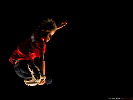 Flying High - Zoom.nl, Bedankt voor twee te gekke dagen in de Jaarbeurs. Heb een paar geweldige foto's gemaakt en veel geleerd en gezien.  Hier vast een van de  - foto door Vinnyme op 10-11-2008 - deze foto bevat: zoom, licht, vliegen, canon, skaten, skatebaan, experience, vinnyme