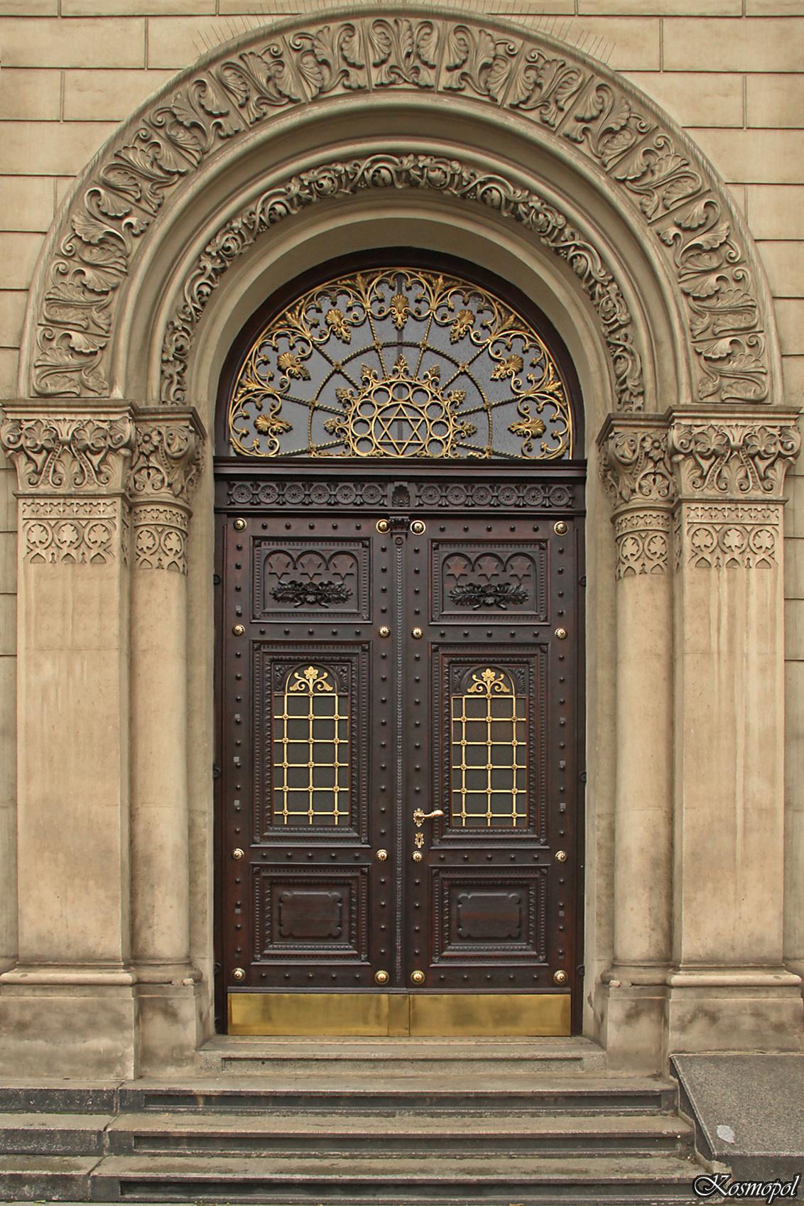 Deuren in Tsjechie - Deel 1 ...met een knipoog. - foto door kosmopol op 13-10-2011 - deze foto bevat: deur, tsjechie, kosmopol