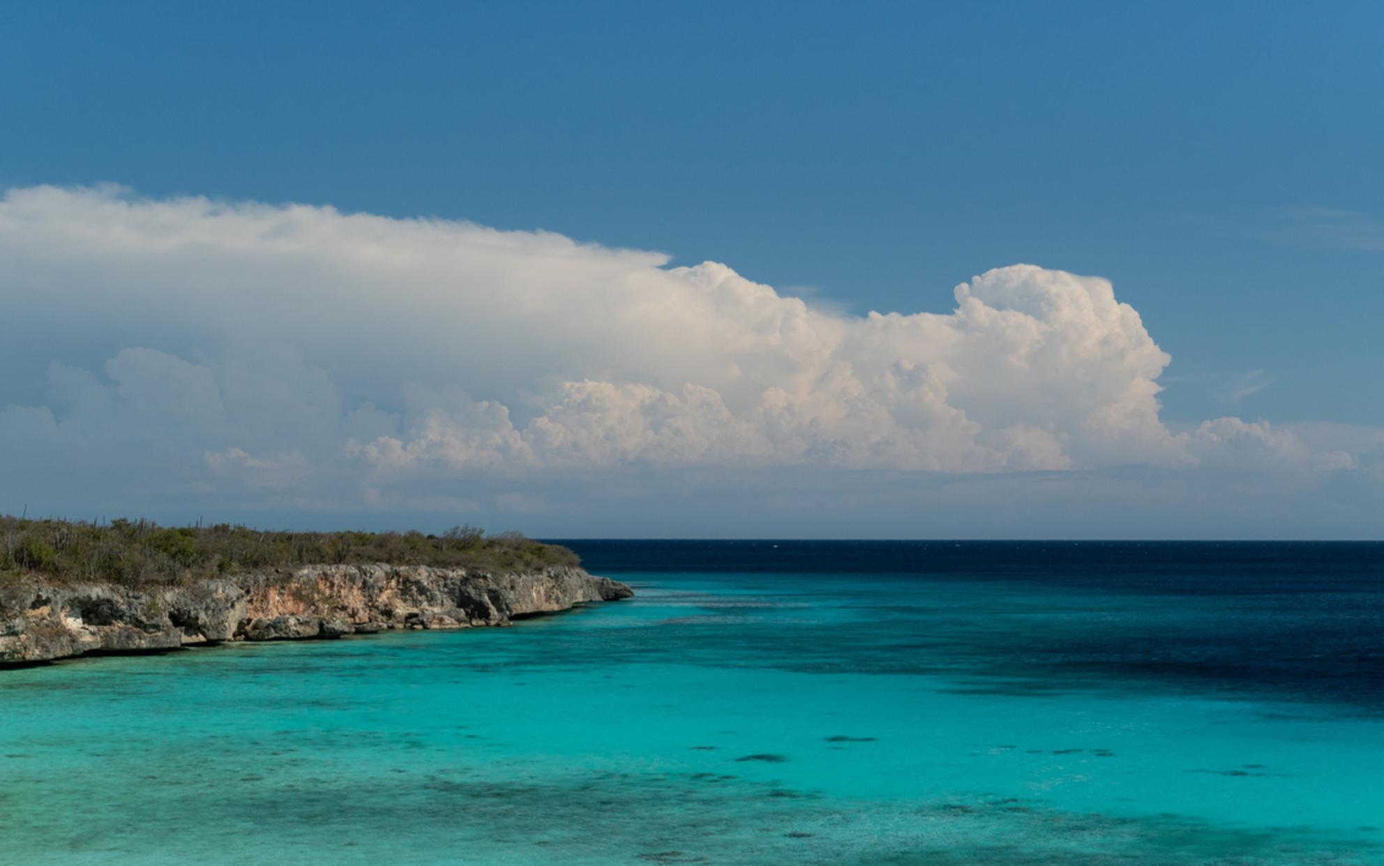 Porto Marie - Na een lekker duikje in het water, is deze foto van dit mooie strand genomen. - foto door Kevin26 op 11-01-2019 - deze foto bevat: lucht, wolken, zon, uitzicht, strand, zee, water, natuur, vakantie, reizen, landschap, curacao, reisfotografie, turquoise, 2018, portomarie