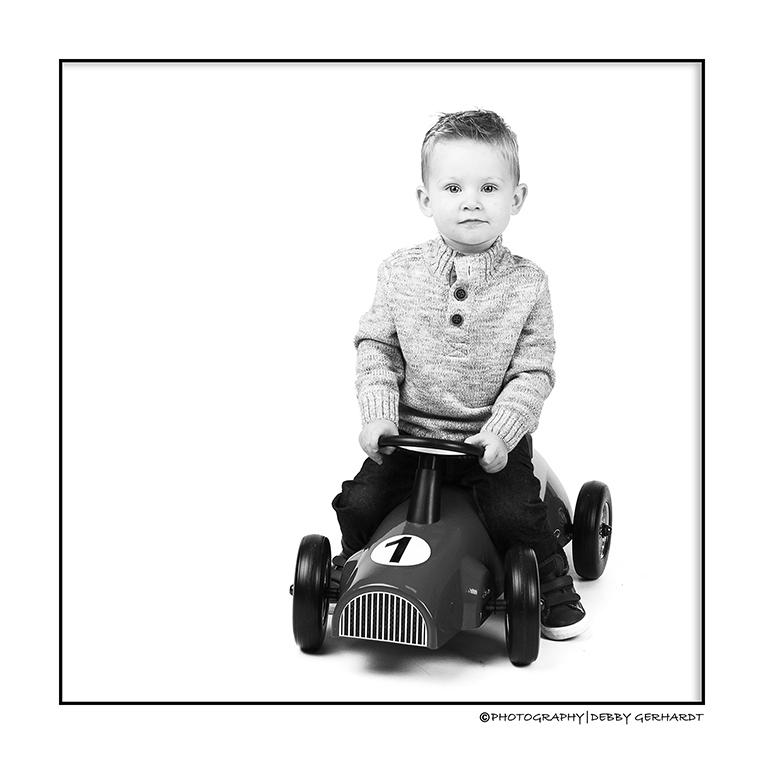 Ilay - Ilay Peuter - foto door debbyvroon op 30-09-2014 - deze foto bevat: licht, portret, flits, kind, baby, peuter, jongen, lief, highkey, blond, closeup, mode, cover, fotoshoot, kinderfotografie, flitser