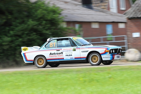 Oude bmw in rally