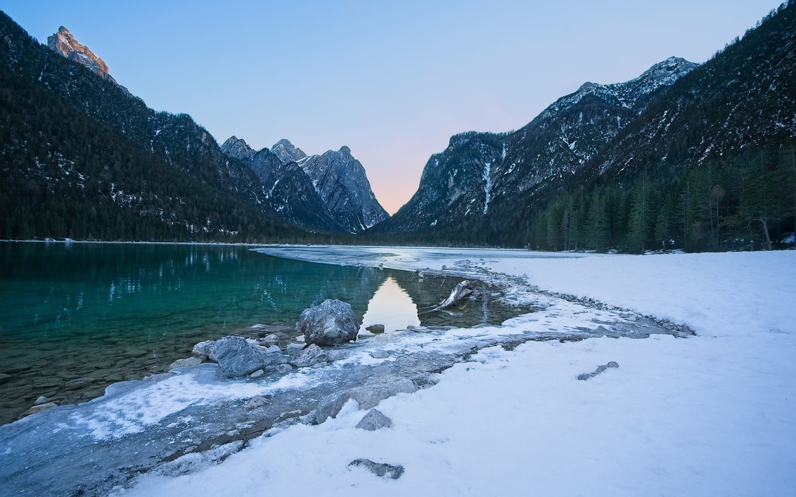 Lago di Dobbiaco - This winter we went to  Val Pusteria, Dolomites. This one is from the lake of Dobbiaco. The lake was partially frozen. It was at the sun-set, the loc - foto door lcutolo op 29-01-2019 - deze foto bevat: sunset, winter, landscape, lake, mountains, sony, snow, italy, lago, alps, saturation, dobbiaco, scape, vignette, tlp, Dolomites, frozen lake, ngc, world trekking, world trekker, perfect effect, one software, onone, luca cutolo, sun-set, golden hours, sony a7iii, south tyrol, onone raw 2019, simple sunset sky, light gold