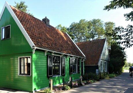 P1150820  Leuke huisjes in het kleine plaatsje Krommeniedijk 9 sept 2021