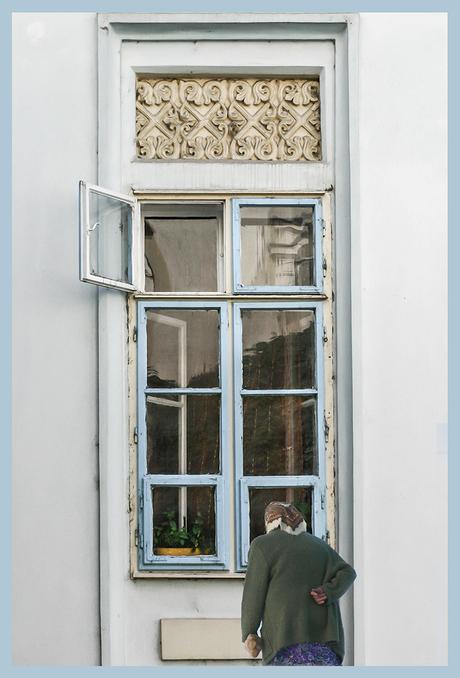 Achter het raam