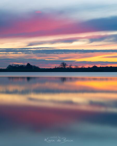 Doubler! - - - foto door KarindeBruin op 22-03-2021 - deze foto bevat: lucht, wolken, zon, water, natuur, licht, avond, zonsondergang, spiegeling, landschap, tegenlicht, bomen, meer, polder, lange sluitertijd