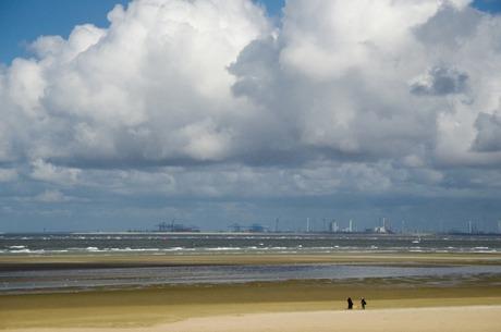 Maasvlakte gezien vanuit Ouddorp strand