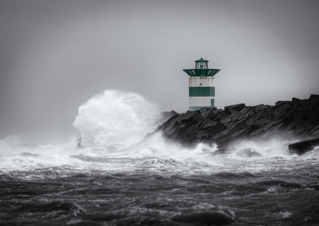 Storm Ciara bij Scheveningen Haven
