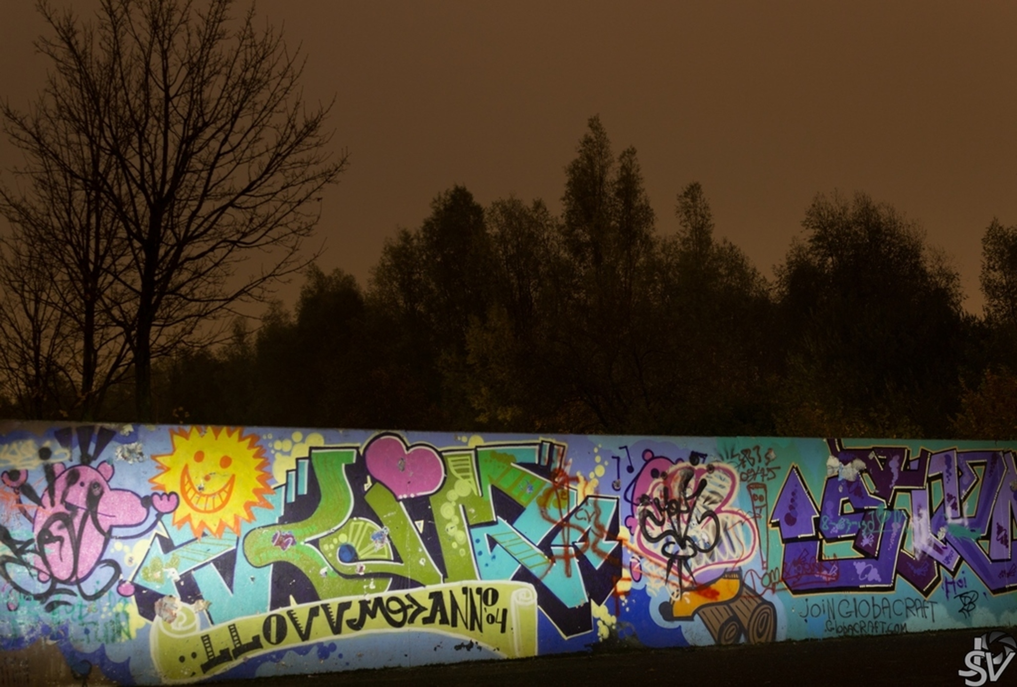 Graffiti - Canon EOS 600D EF-S 18-55mm IS II  Experimentje bij nacht - foto door JSV24 op 17-11-2013 - deze foto bevat: canon, nacht, graffiti, muur, eos, 600D