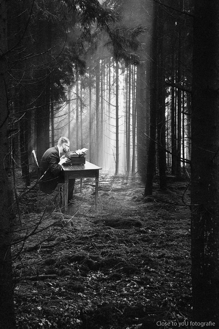 The typewriter... - Just another day at the office.... even weer ééntje met een knipoog ;)  groetjes Gerda - foto door close.to.yoU.fotografie op 24-01-2016 - deze foto bevat: fantasie, landschap, vintage, photoshop, creatief, close to you fotografie, gerda van loo