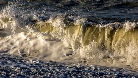 normandië 10 - serie storm in Normandië... storm van begin januari dit jaar... ook in Normandië ging het tekeer....  veel schade, maar mooie foto's.... - foto door bernhard48 op 29-01-2018 - deze foto bevat: zon, zee, water, licht, frankrijk, storm, golven, kust, normandie, woest