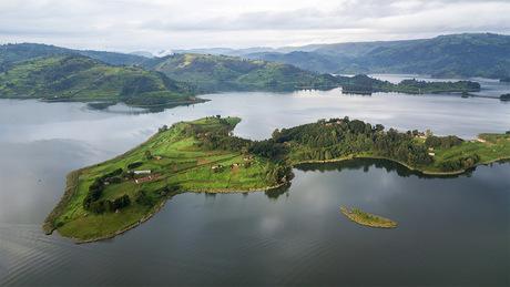 Lake Bunyonyi vanuit de lucht