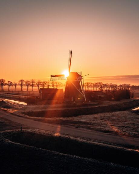 Molen in Groningen met zonsopgang