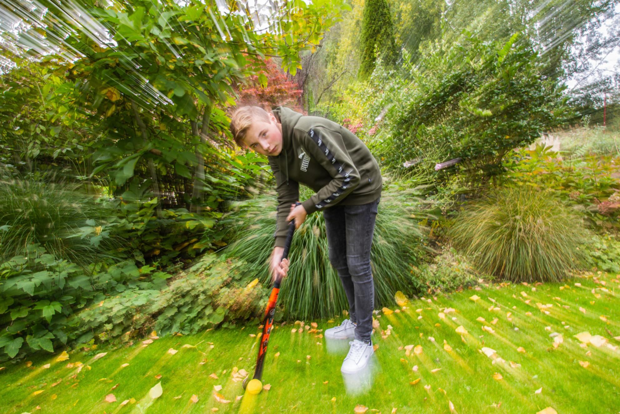 Jaap - Portret hockeyer Jaap - foto door marijkevano op 02-03-2021 - deze foto bevat: portret, flits, jongen, fotoshoot, flitser, zoomen; sport; hockey - Deze foto mag gebruikt worden in een Zoom.nl publicatie