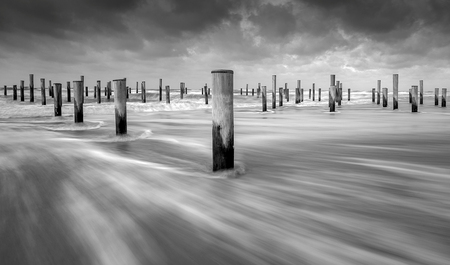 Palendorp Petten - Foto gemaakt bij Palendorp op het strand van Petten. Gebruik gemaakt van Lee Little Stopper filter(6-stops). Diafragma f-16, sluitertijd 1 sec. Bran - foto door johanblankwater op 26-02-2020 - deze foto bevat: strand, zee, zand