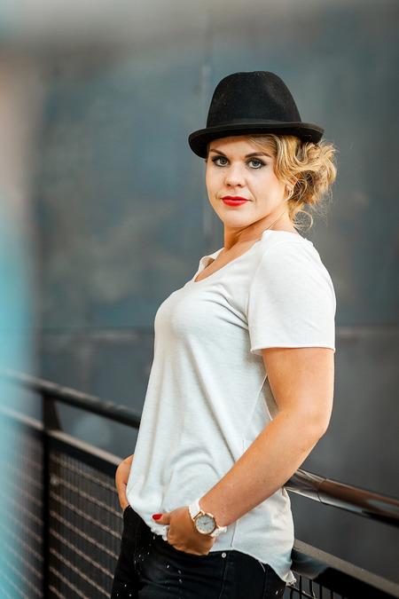 Steffy - Portret op Strijp-S in Eindhoven - foto door Jheronimus op 26-06-2017 - deze foto bevat: vrouw, portret, daglicht, fashion, meisje, beauty, blond, mode, fotoshoot