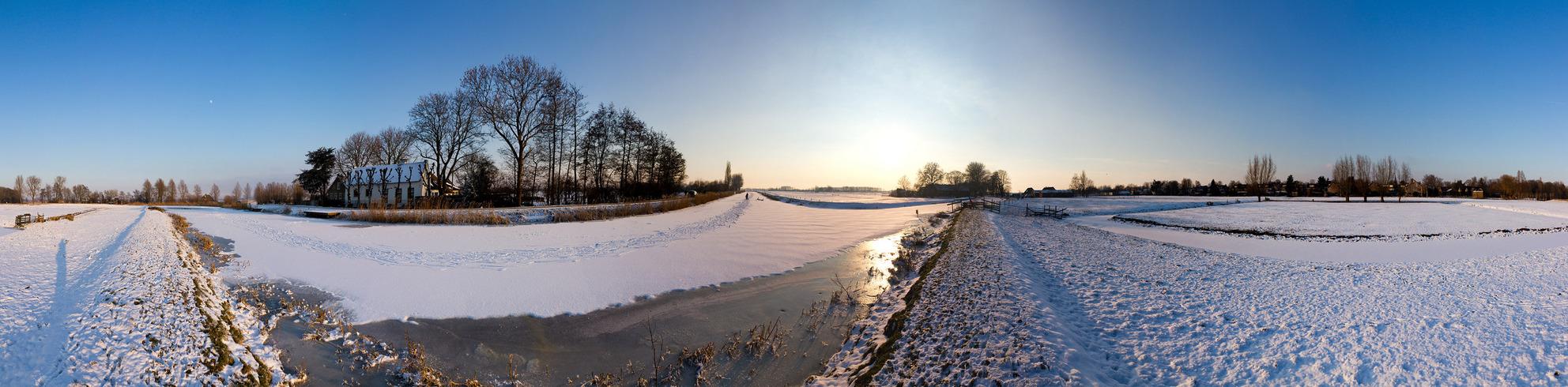 Abcoude winters panorama - 360 pano van de omgeving bij Abcoude. ik hoop dat ie een beetje groot upload, wel zo leuk. Anders moet ik weer het 'planeetje' uploaden haha - foto door dennisvdwater op 06-02-2012 - deze foto bevat: zon, panorama, natuur, sneeuw, winter, ijs, landschap, maan, weiland, 360, abcoude