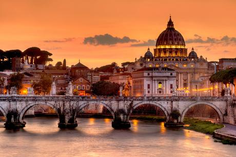 Zonsonderdag boven Vaticaanstad