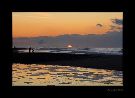 Silhouetten op het strand