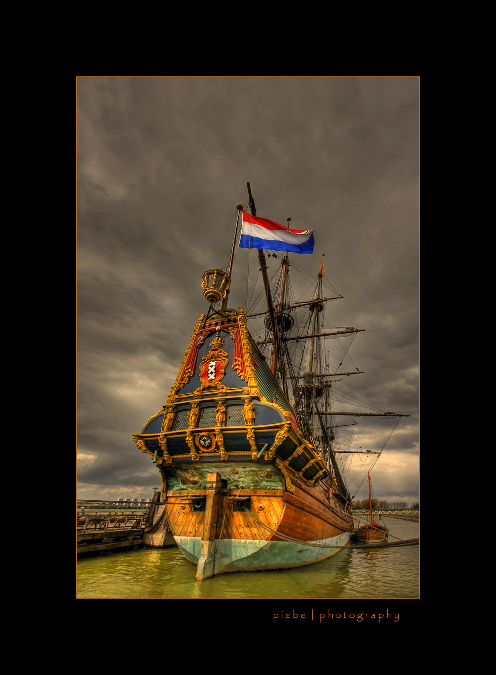 VOC schip Batavia - Afgelopen zondag (13-04-2008) zijn we naar Lelystad geweest. Ook de Batavia werf is dan een onderwerp waar je niet omheen kunt. Ik heb van deze foto - foto door Piebe op 18-04-2008 - deze foto bevat: schip, werf, lelystad, batavia, voc - Deze foto mag gebruikt worden in een Zoom.nl publicatie