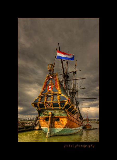VOC schip Batavia - Afgelopen zondag (13-04-2008) zijn we naar Lelystad geweest. Ook de Batavia werf is dan een onderwerp waar je niet omheen kunt. Ik heb van deze foto - foto door Piebe op 18-04-2008 - deze foto bevat: schip, werf, lelystad, batavia, voc