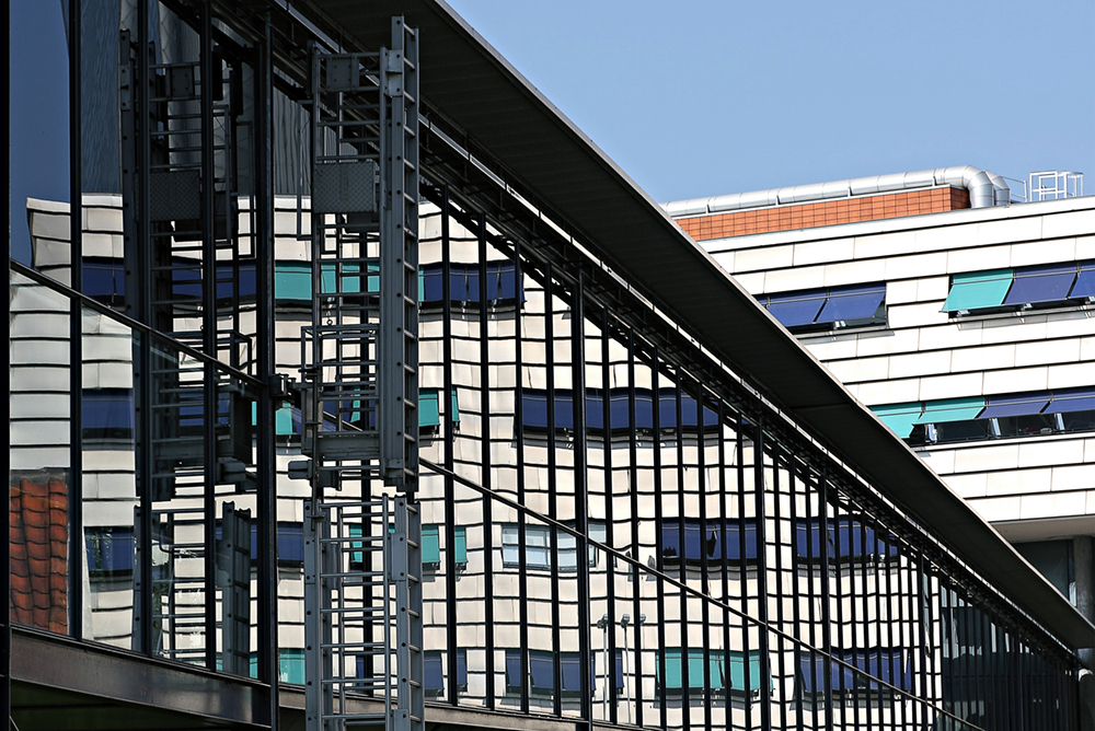 Leiden 4 - Naturalis.  Iedereen weer bedankt voor de reacties. - foto door JanB_zoom op 04-03-2015 - deze foto bevat: lijnen, architectuur, reflectie, perspectief, leiden, naturalis