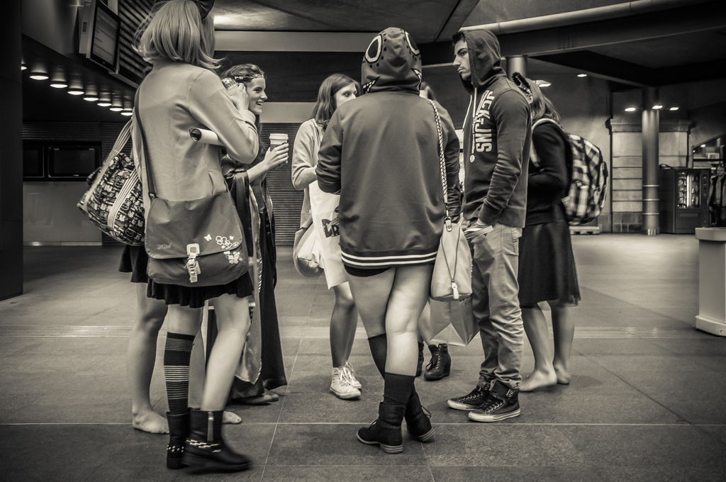 Voetenwerkoverleg... - ...in Centraal Station Antwerpen. - foto door henri1952 op 21-10-2013 - deze foto bevat: voeten