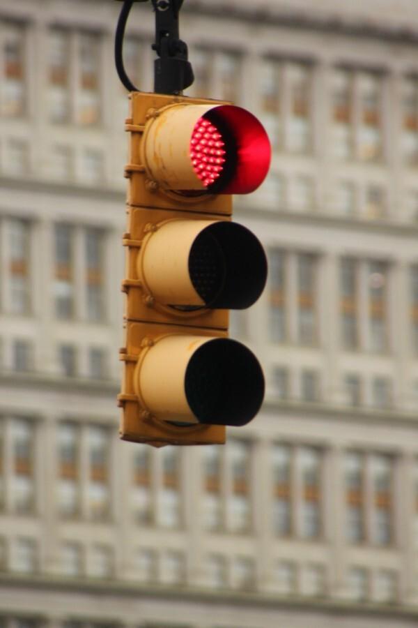 stoppen bij rood - Foto van verkeerslicht bij Brooklyn Bridge. - foto door smorrie op 16-12-2010 - deze foto bevat: verkeerslicht, New York
