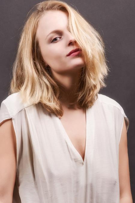 portret Satine - Dank weer voor alle fijne reacties op mijn vorige foto's!!! - foto door jhslotboom op 12-01-2016 - deze foto bevat: vrouw, portret, schaduw, model, art, erotiek, meisje, beauty, blond, fotoshoot, satine, fine art